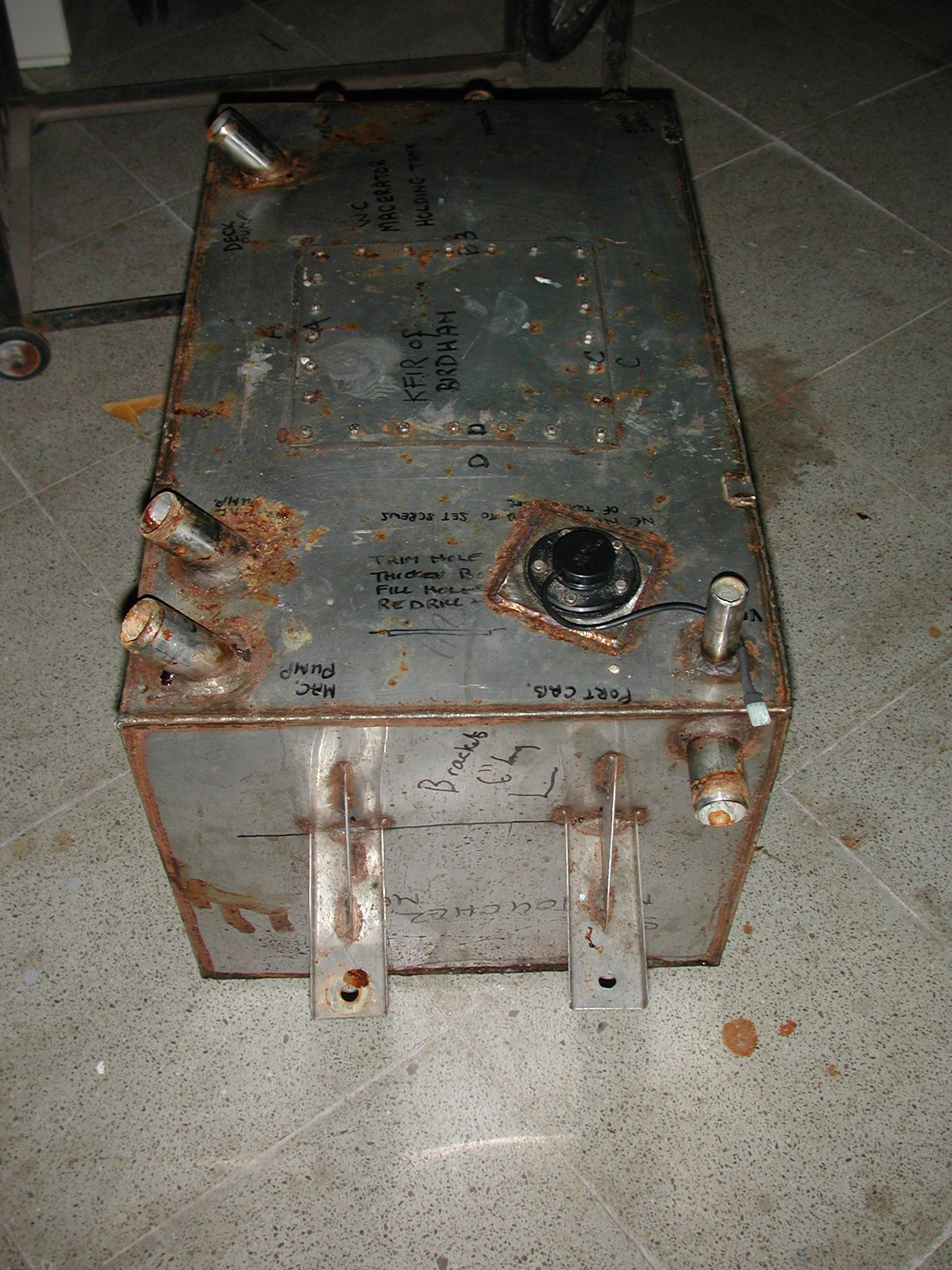 Tanque acero inoxidable oxidado